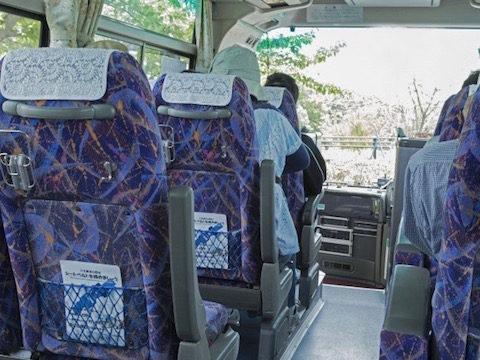 マイクロバスの座席