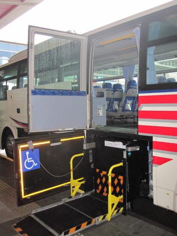 バリアフリーのバス