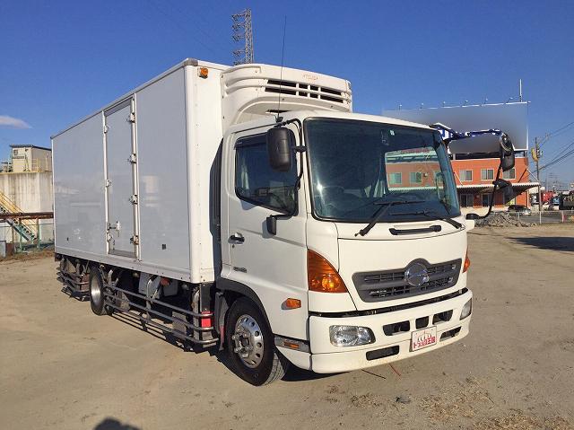 日野中型冷凍車