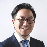 行政書士の鈴木先生画像